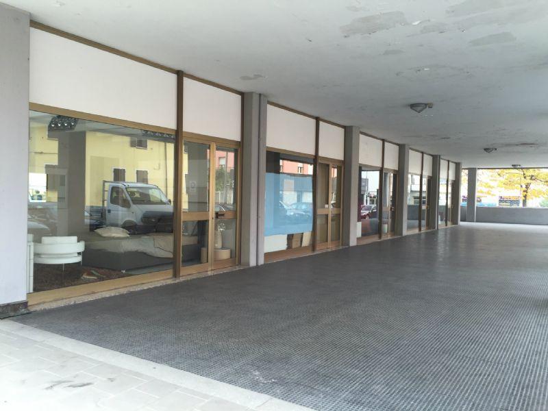 Negozio / Locale in affitto a Sassuolo, 3 locali, prezzo € 1.500 | CambioCasa.it