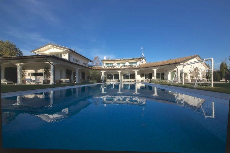 Villa in vendita a Castelnuovo Rangone, 16 locali, Trattative riservate | CambioCasa.it