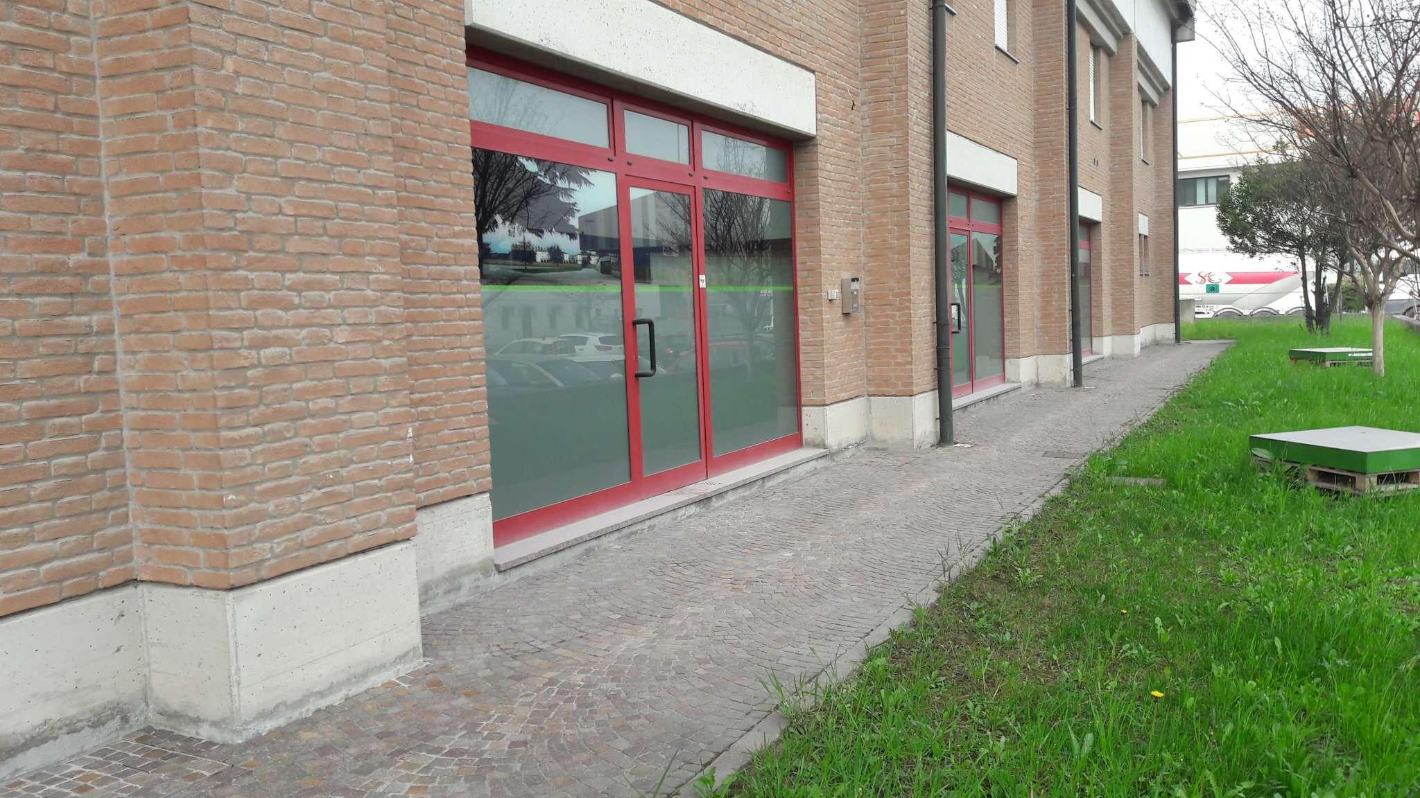 Negozio / Locale in affitto a Sassuolo, 9999 locali, prezzo € 1.100 | CambioCasa.it