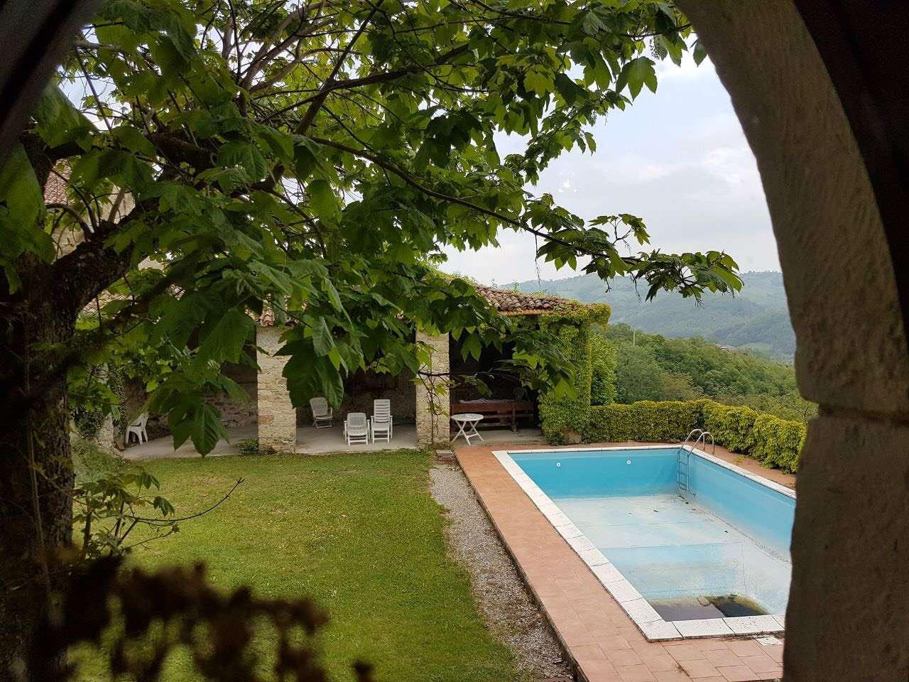 Villa in vendita a Carpineti, 11 locali, prezzo € 350.000 | CambioCasa.it