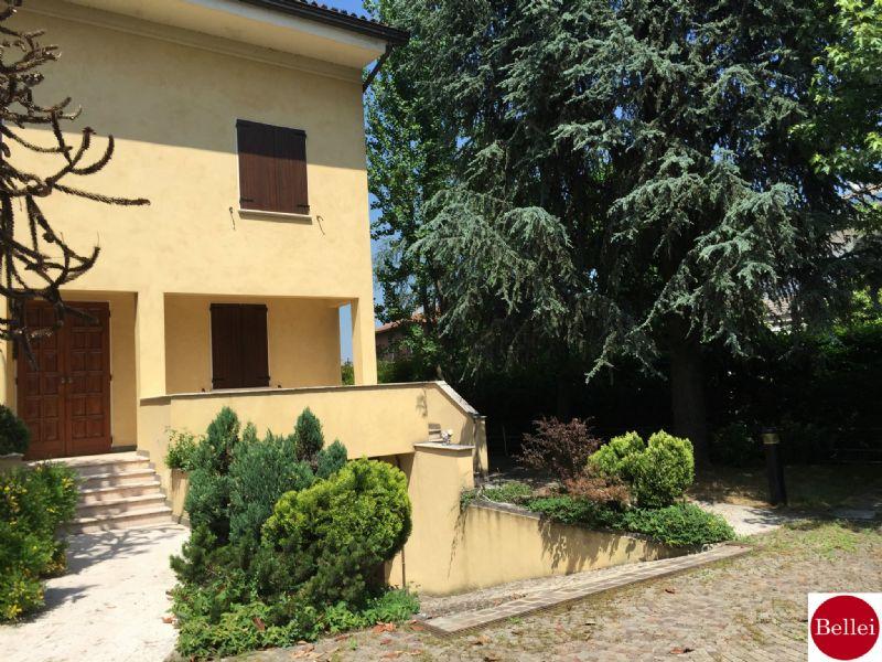 Soluzione Indipendente in vendita a Sassuolo, 15 locali, Trattative riservate | CambioCasa.it