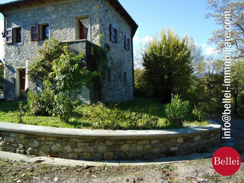 Rustico / Casale in vendita a Viano, 10 locali, prezzo € 790.000 | CambioCasa.it