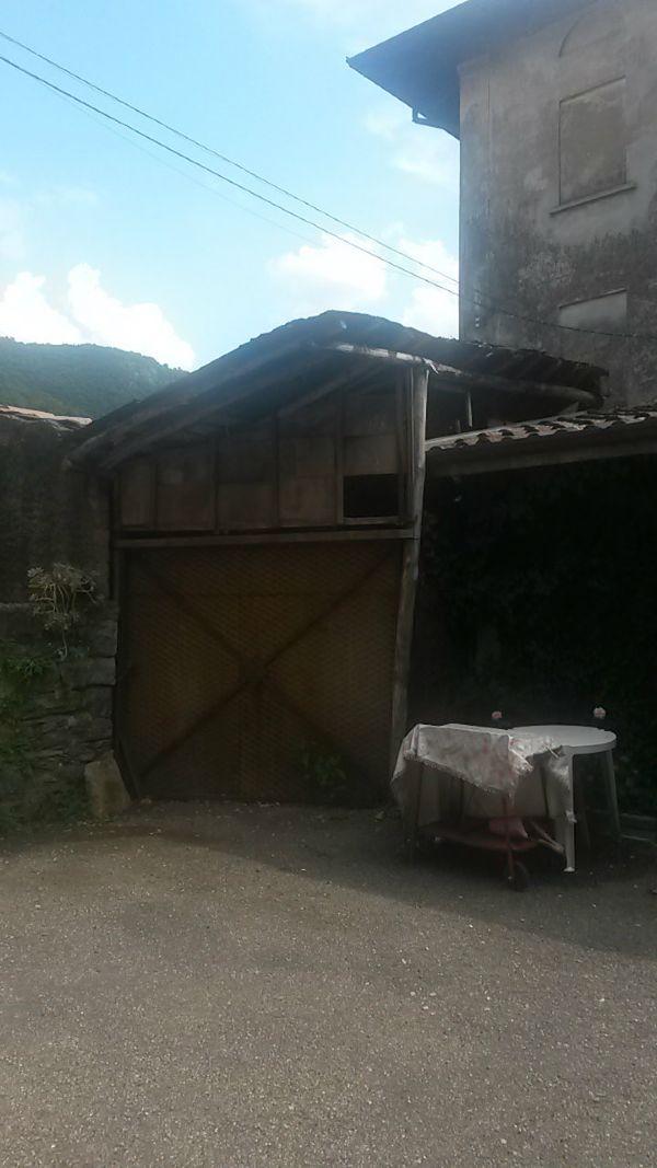 Casa indipendente in vendita a Besano