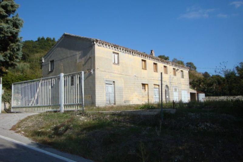 Rustico / Casale in vendita a Ancona, 6 locali, prezzo € 270.000 | Cambio Casa.it