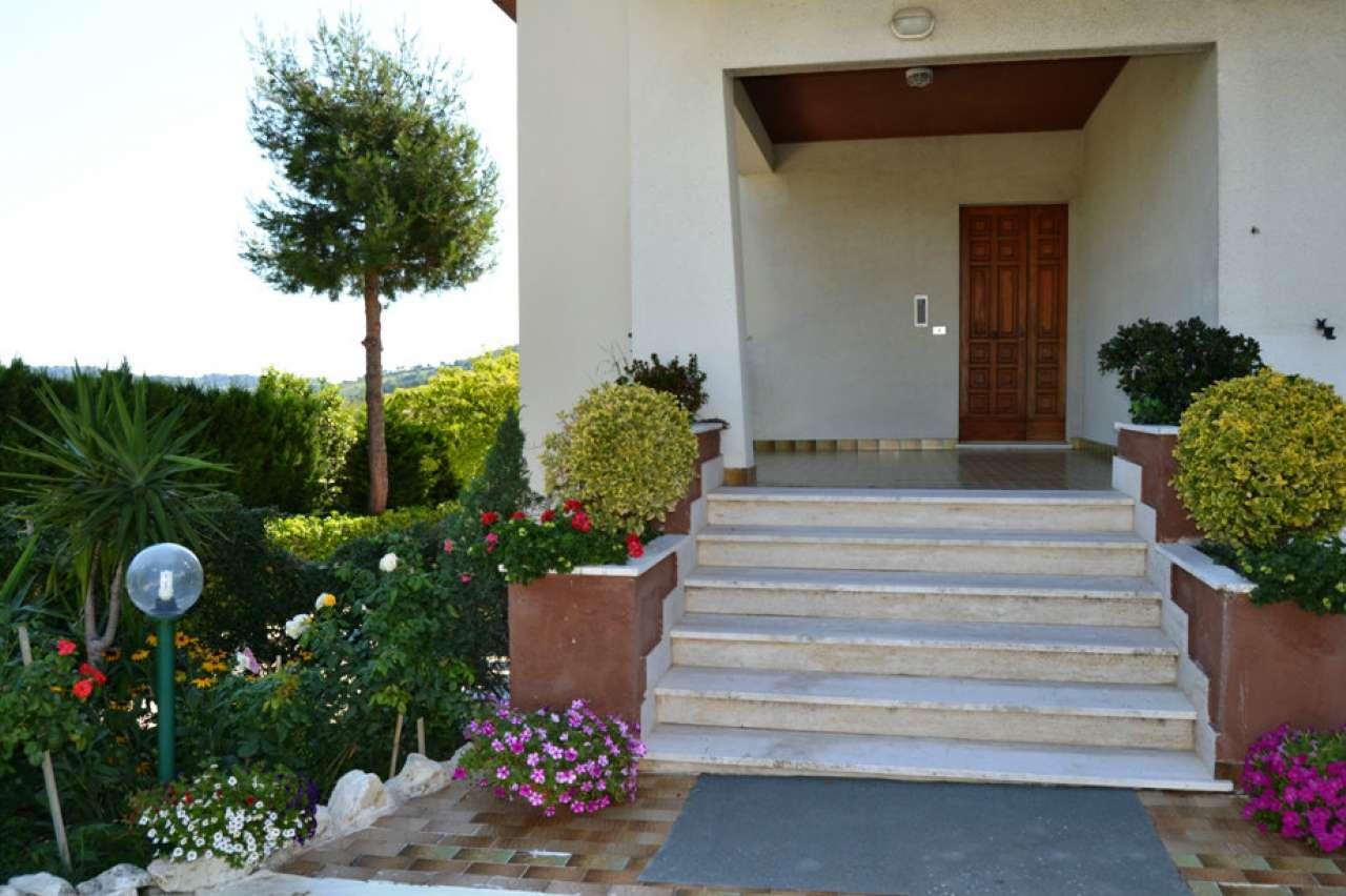 Villa in vendita a Polverigi, 8 locali, prezzo € 365.000 | CambioCasa.it