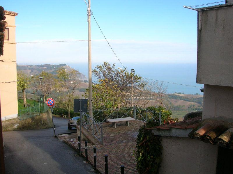 Appartamento in vendita a Sirolo, 3 locali, prezzo € 240.000   CambioCasa.it