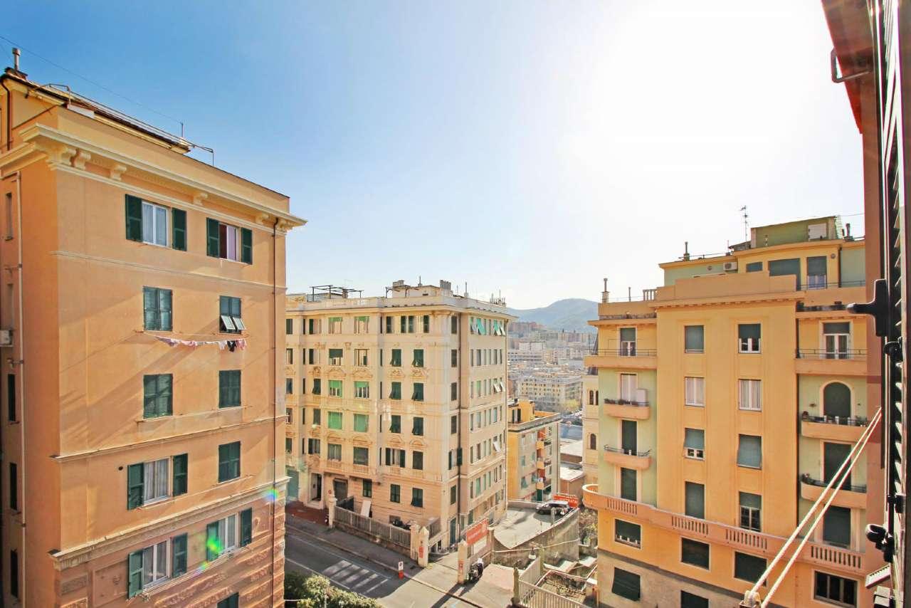 Foto 1 di Trilocale corso MONTEGRAPPA, Genova (zona Centro città)