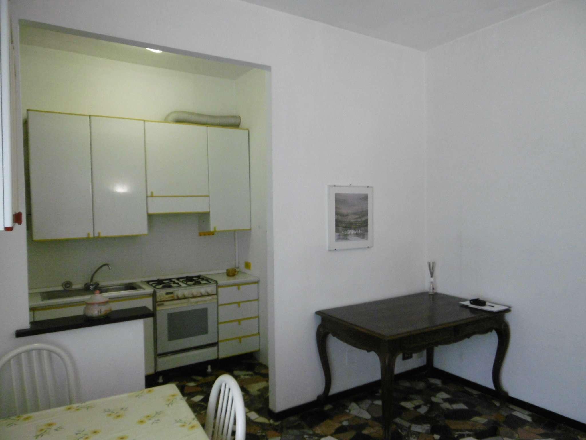 Bilocale Genova Via 16 Giugno 9