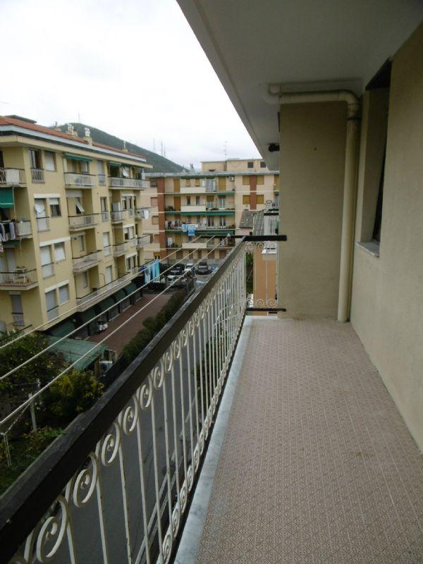 Bilocale Genova Via 16 Giugno 1