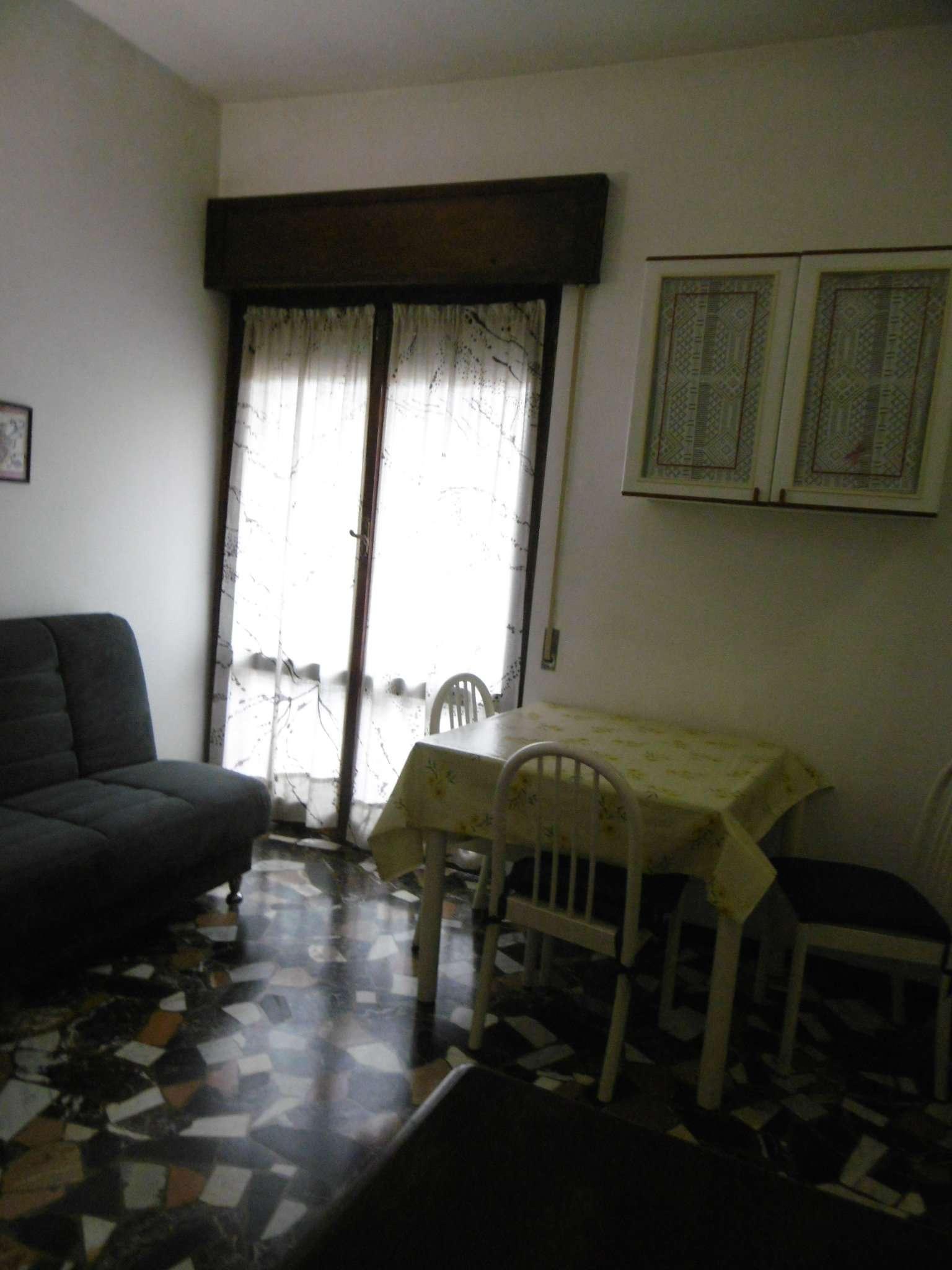 Bilocale Genova Via 16 Giugno 11