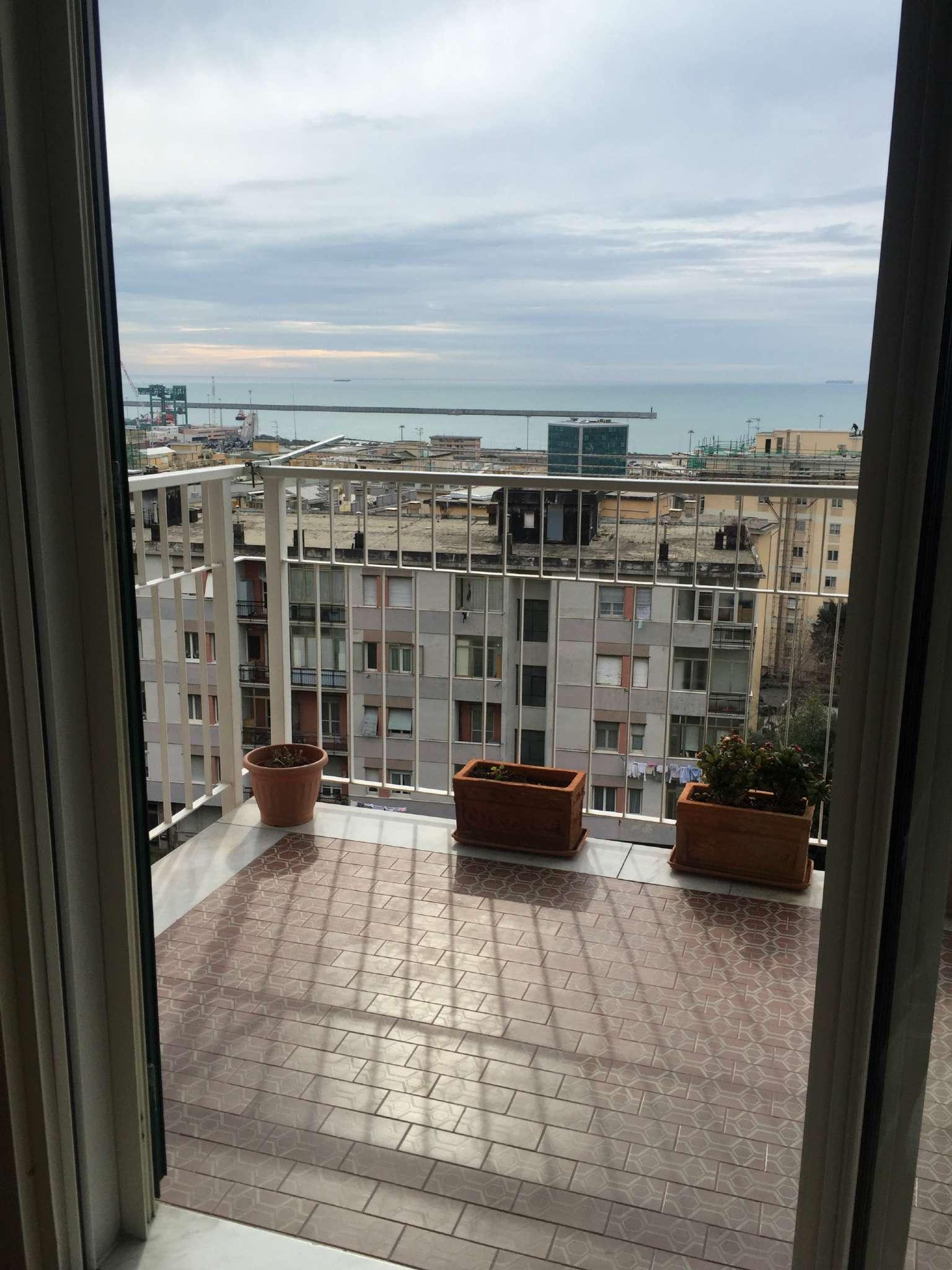 Bilocale Genova Via Montanella 1