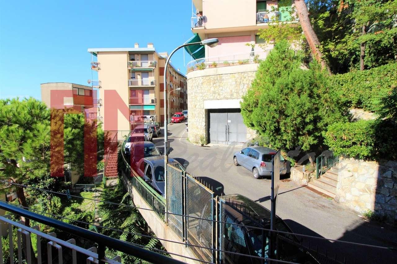 Foto 1 di Attico via Santolini, Genova (zona San Fruttuoso)