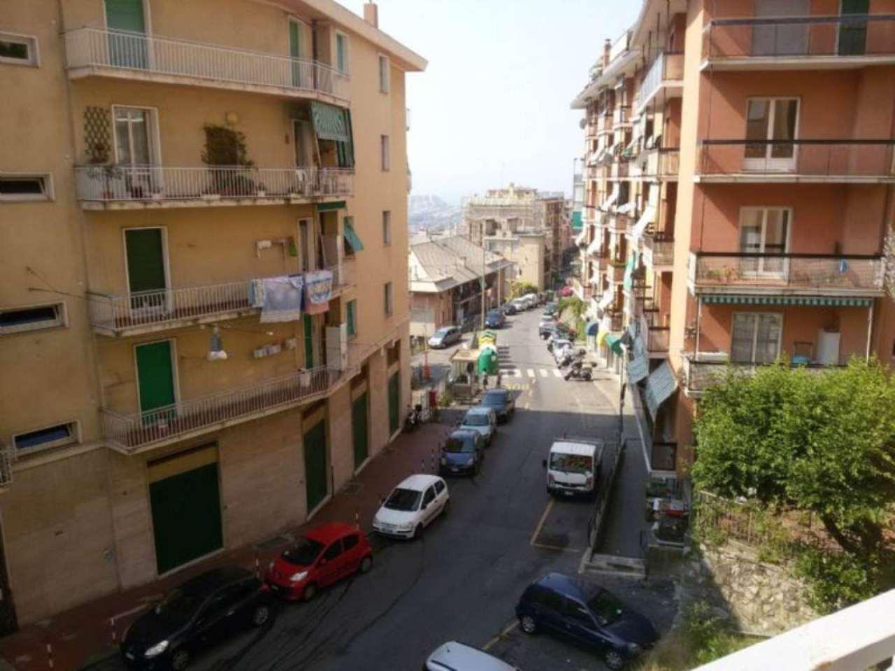 Bilocale Genova Via Robino 1