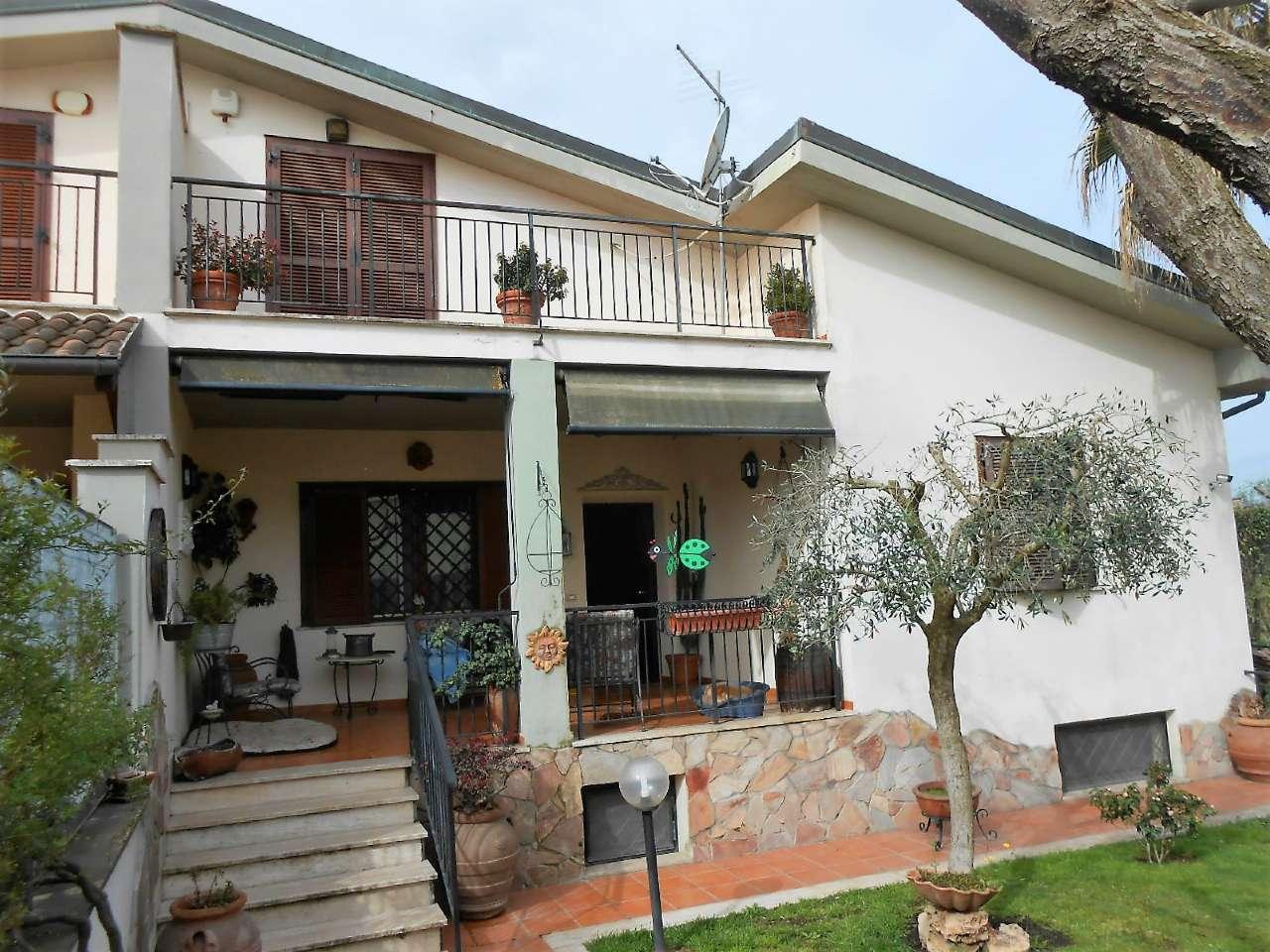 Villa Bifamiliare in vendita 8 vani 170 mq.  via valerio giacomini Roma