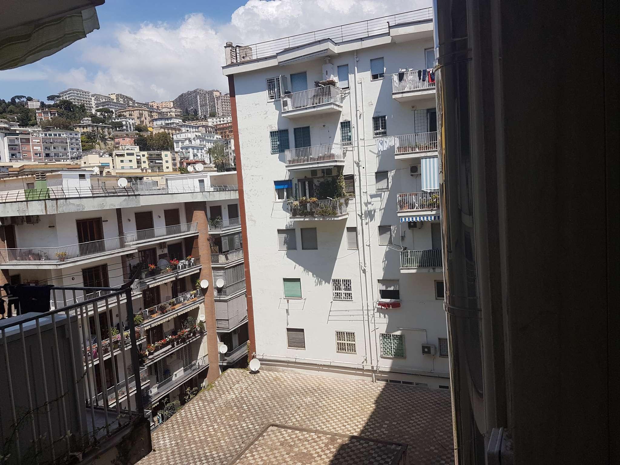 Appartamento in affitto a Napoli, 1 locali, zona Zona: 1 . Chiaia, Posillipo, San Ferdinando, prezzo € 550 | Cambio Casa.it