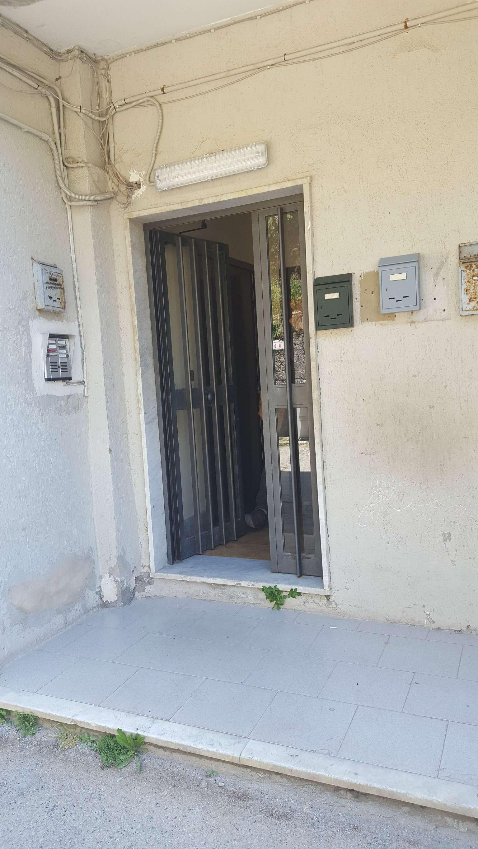 Appartamento in affitto a Napoli, 2 locali, zona Zona: 10 . Bagnoli, Fuorigrotta, Agnano, prezzo € 400 | Cambio Casa.it