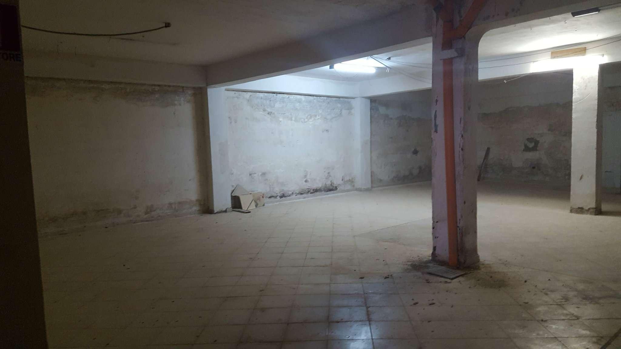 Capannone in affitto a Napoli, 1 locali, zona Zona: 10 . Bagnoli, Fuorigrotta, Agnano, prezzo € 2.000 | Cambio Casa.it