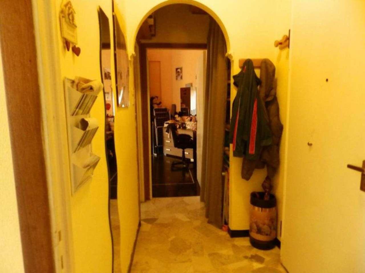 Bilocale Genova Via Gaeta 7