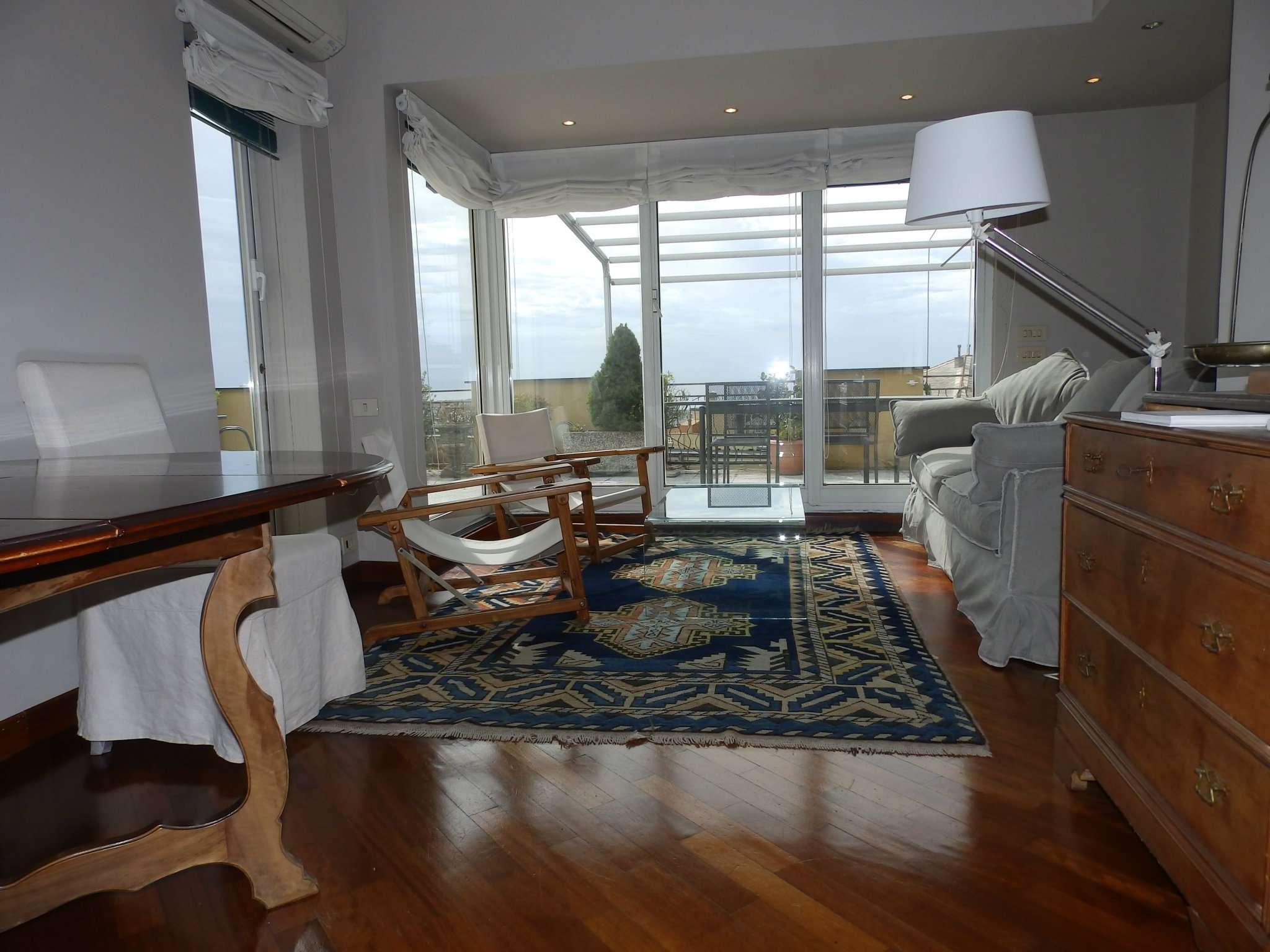 Attico / Mansarda in affitto a Genova, 3 locali, zona Zona: 1 . Centro, Centro Storico, prezzo € 1.500 | Cambio Casa.it