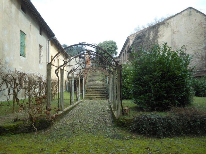 Rustico / Casale in vendita a Villalvernia, 15 locali, prezzo € 300.000 | CambioCasa.it