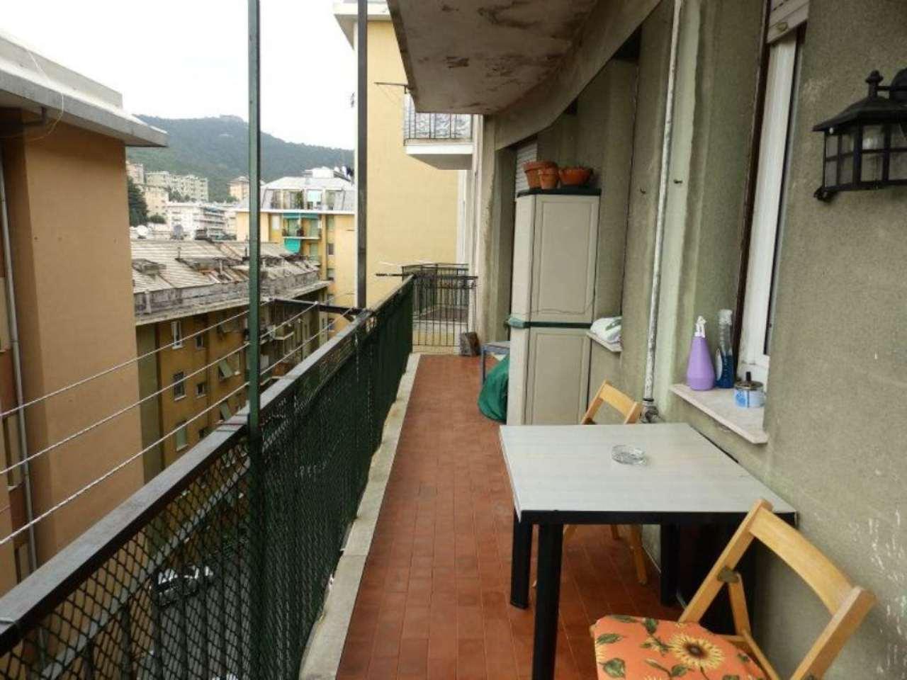 Bilocale Genova Via Gaeta 6