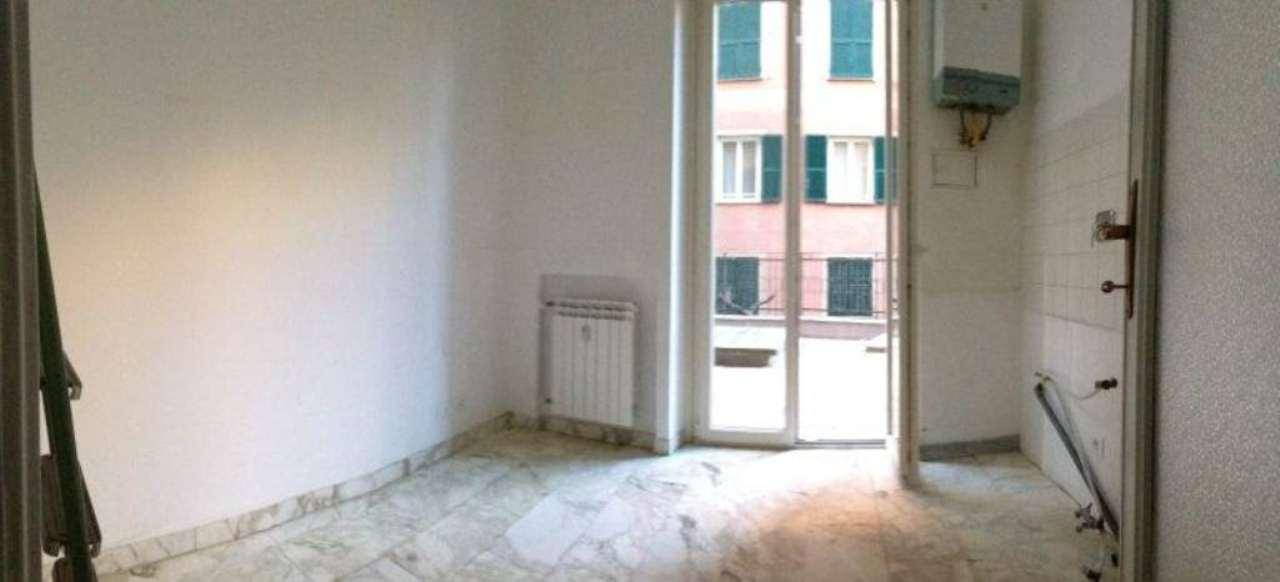Bilocale Genova Via Alessi 4