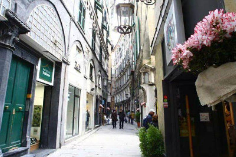 Bilocale Genova Via Luccoli 2