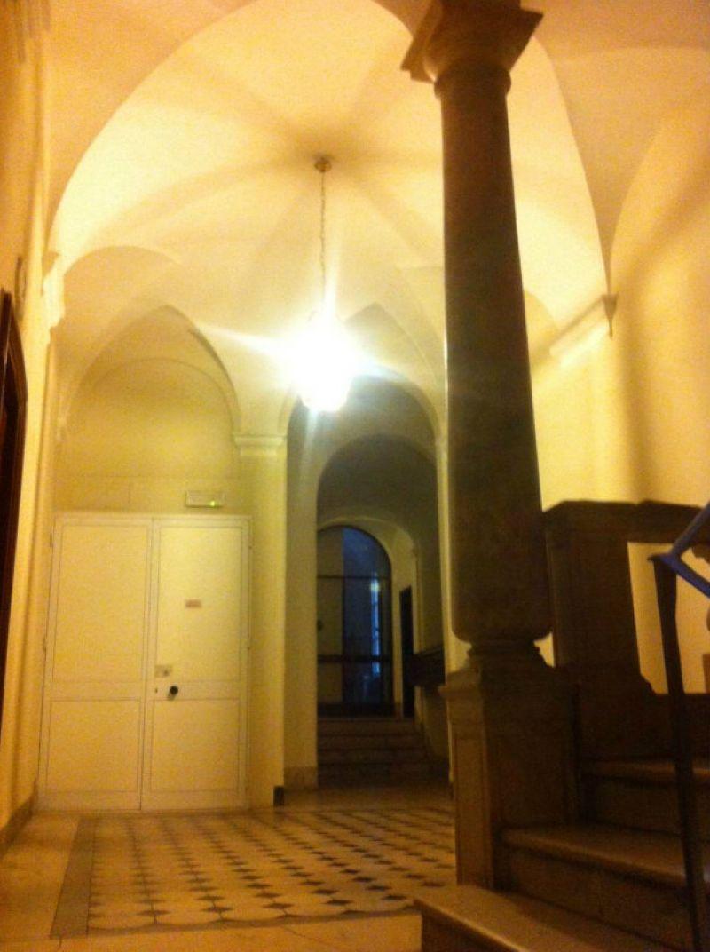 Bilocale Genova Via Luccoli 3