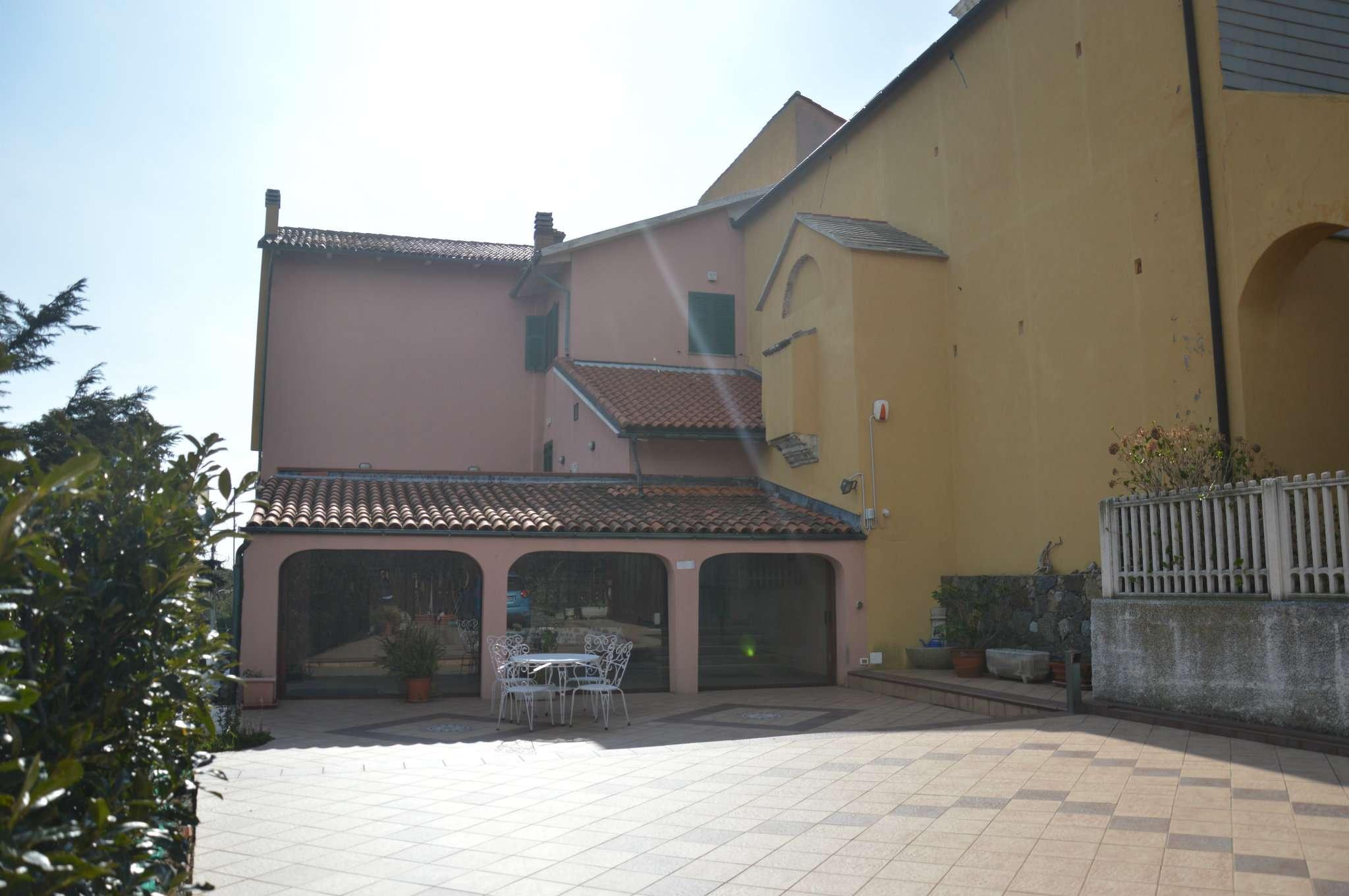 Villa in vendita a Savona, 8 locali, prezzo € 900.000 | Cambio Casa.it