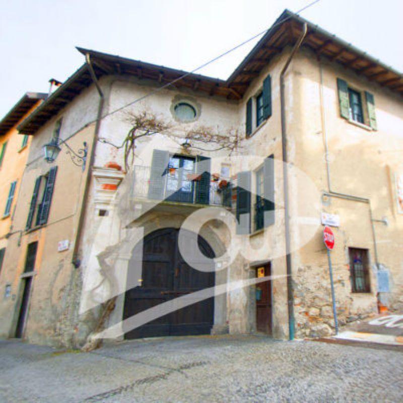 Rustico / Casale in vendita a Orino, 10 locali, Trattative riservate | Cambio Casa.it