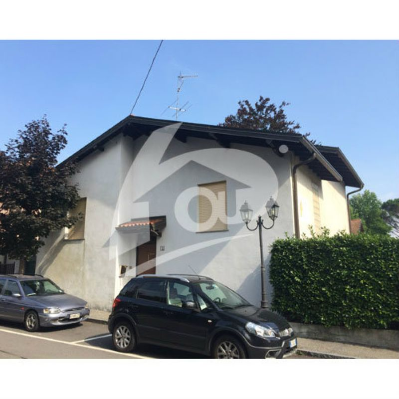 Villa in vendita a Sangiano, 4 locali, prezzo € 210.000 | Cambio Casa.it