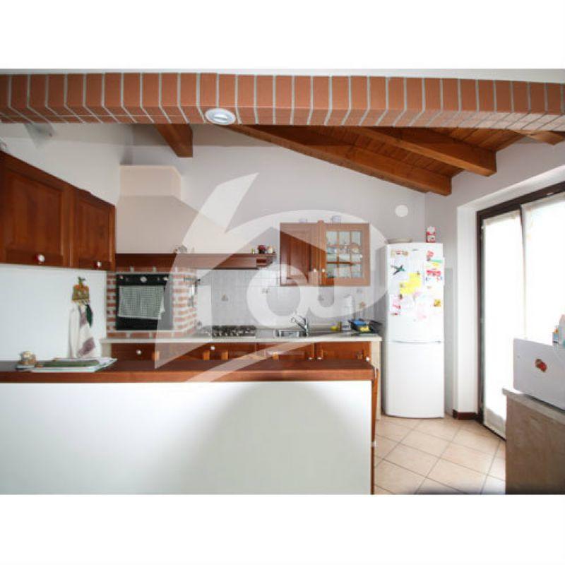 Appartamento in vendita a Cittiglio, 3 locali, prezzo € 210.000 | Cambio Casa.it