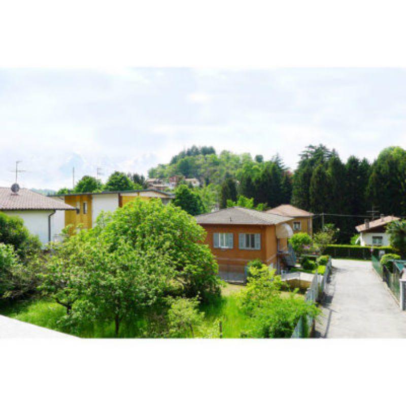 Appartamento in vendita a Laveno-Mombello, 3 locali, prezzo € 110.000 | Cambio Casa.it