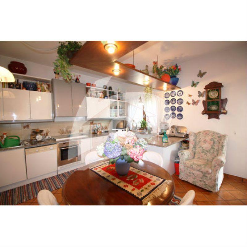 Appartamento in vendita a Cittiglio, 3 locali, prezzo € 230.000 | Cambio Casa.it