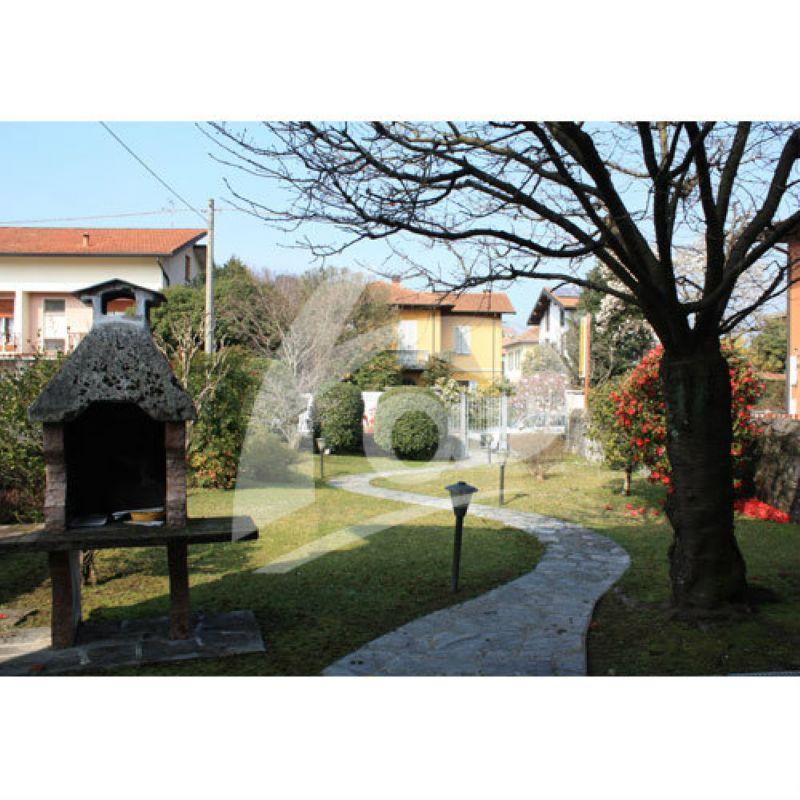 Villa in vendita a Laveno-Mombello, 7 locali, prezzo € 420.000 | Cambio Casa.it