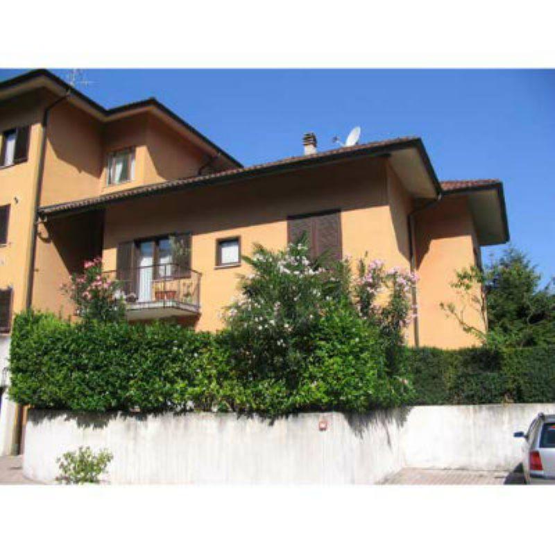 Appartamento in vendita a Porto Valtravaglia, 2 locali, prezzo € 140.000 | Cambio Casa.it