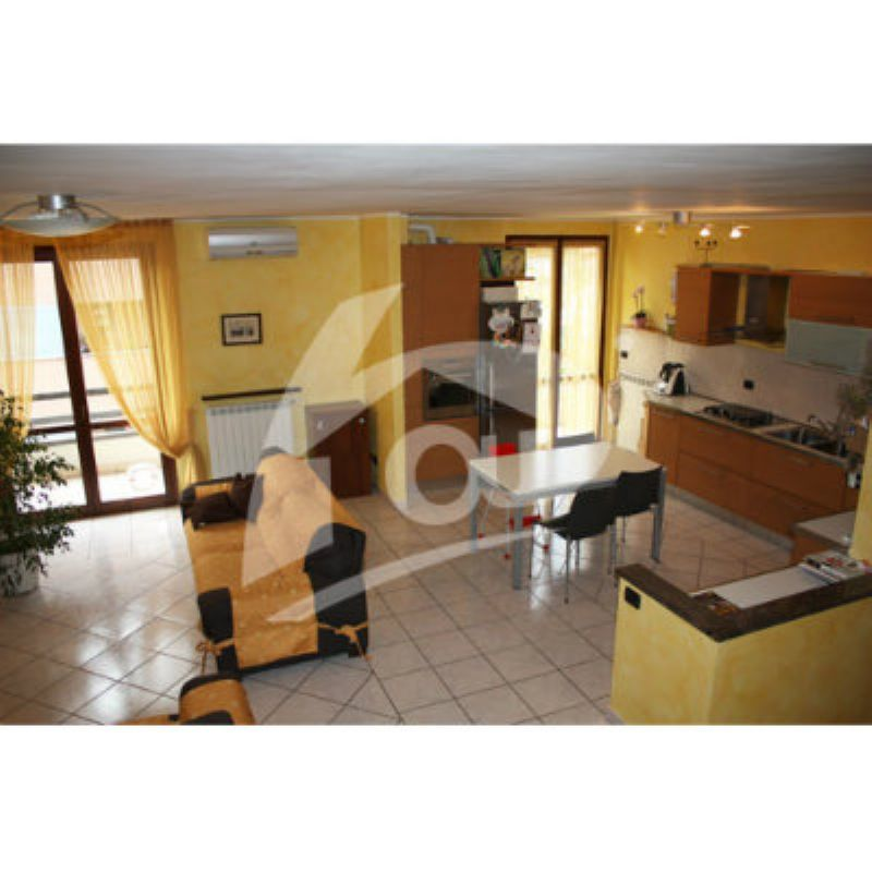 Appartamento in vendita a Laveno-Mombello, 5 locali, prezzo € 275.000 | Cambio Casa.it