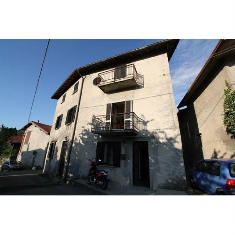 Appartamento in vendita a Laveno-Mombello, 5 locali, prezzo € 143.000 | Cambio Casa.it