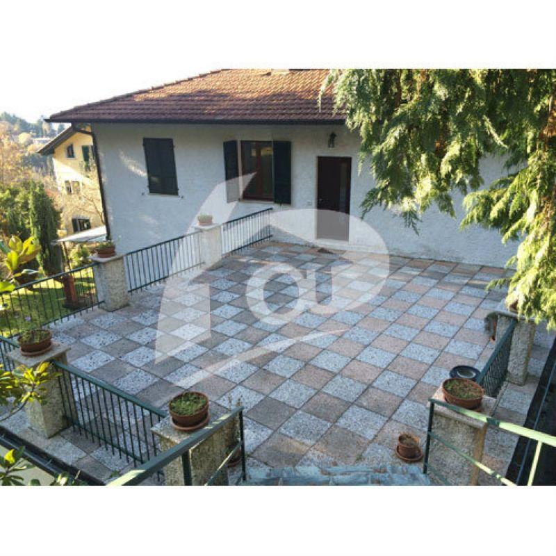 Appartamento in affitto a Laveno-Mombello, 3 locali, prezzo € 1.100 | Cambio Casa.it