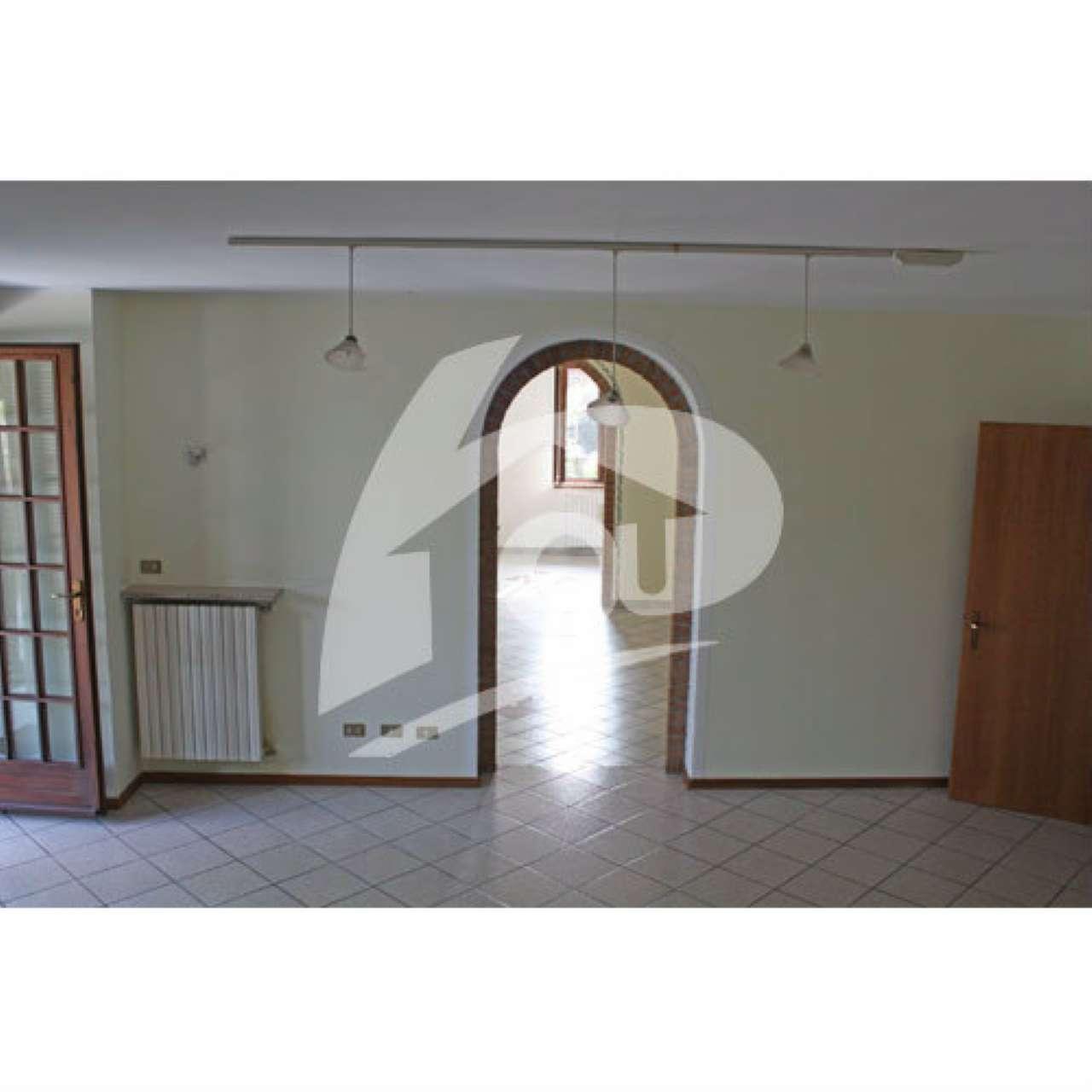 Villa in affitto a Cittiglio, 6 locali, prezzo € 1.100 | Cambio Casa.it