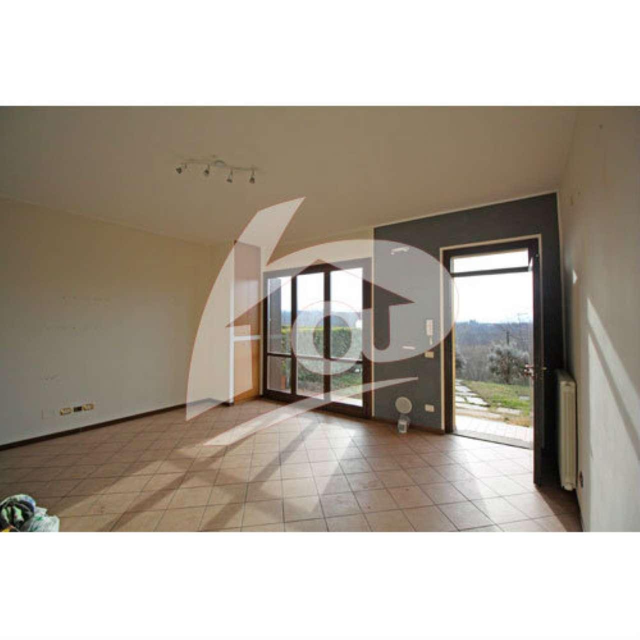 Appartamento in vendita a Besozzo, 2 locali, prezzo € 100.000 | CambioCasa.it