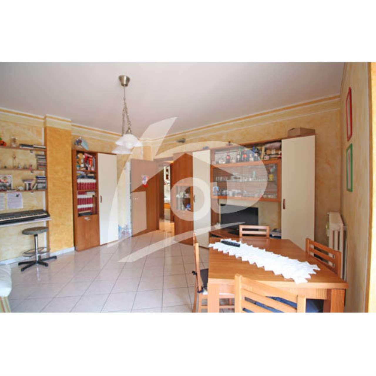 Appartamento in vendita a Laveno-Mombello, 3 locali, prezzo € 140.000 | CambioCasa.it