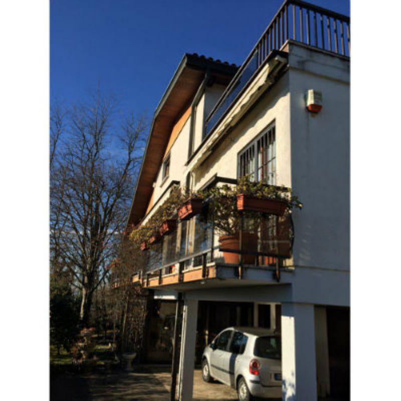 Villa in vendita a Bregano, 5 locali, prezzo € 320.000 | Cambio Casa.it