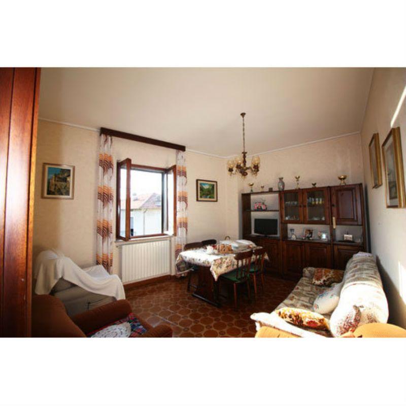Soluzione Semindipendente in vendita a Laveno-Mombello, 5 locali, prezzo € 143.000 | Cambio Casa.it