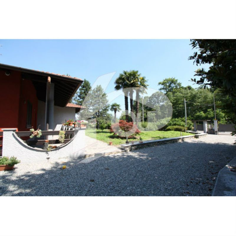 Villa in vendita a Brebbia, 5 locali, prezzo € 610.000 | Cambio Casa.it