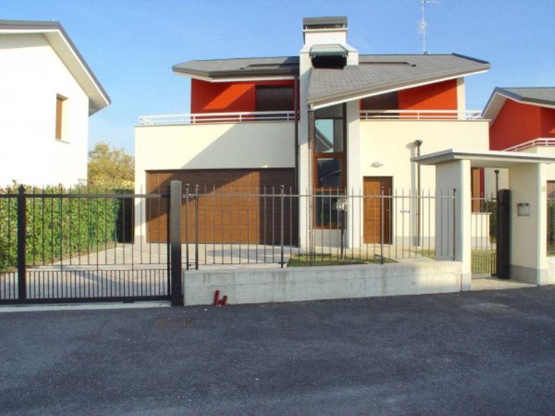 Villa in vendita a Fagnano Olona, 4 locali, prezzo € 390.000 | Cambio Casa.it