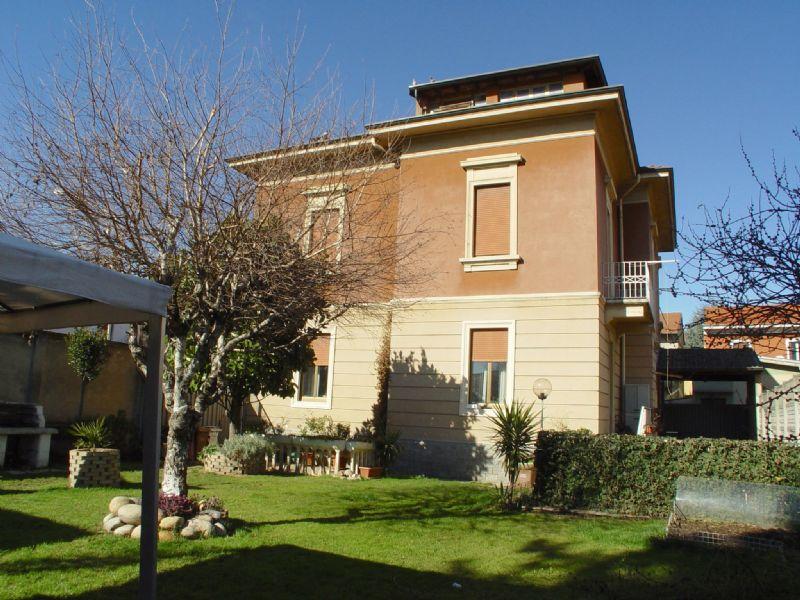 Villa in vendita a Busto Arsizio, 6 locali, prezzo € 590.000 | Cambio Casa.it