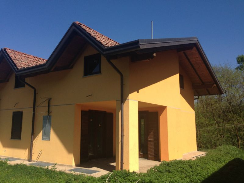 Villa Tri-Quadrifamiliare in Vendita a Borgo Ticino