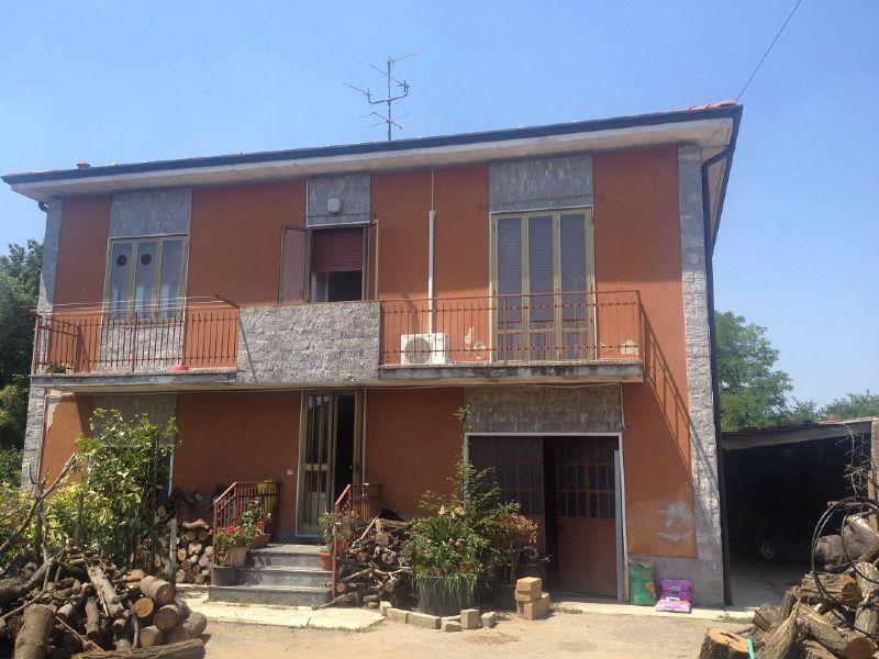Villa in vendita a Busto Arsizio, 7 locali, prezzo € 198.000 | Cambio Casa.it