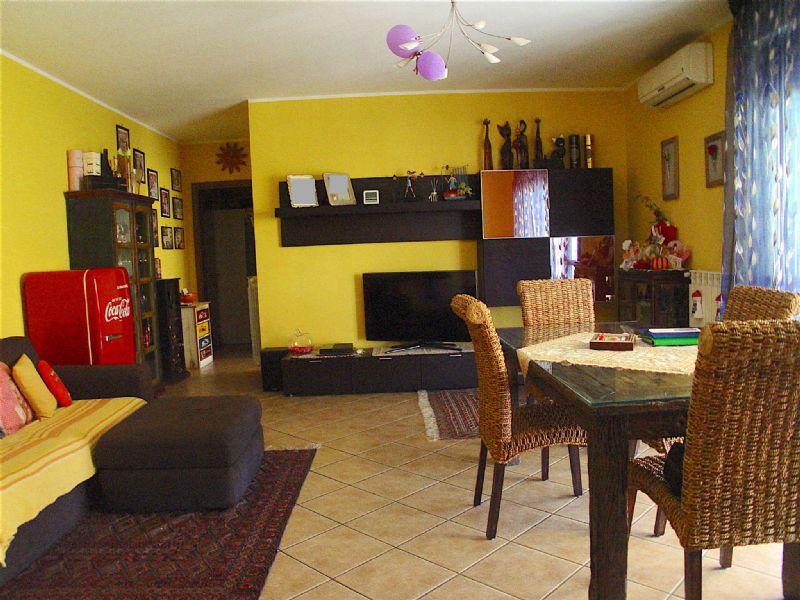 Appartamento in vendita a Fagnano Olona, 3 locali, prezzo € 139.000 | Cambio Casa.it